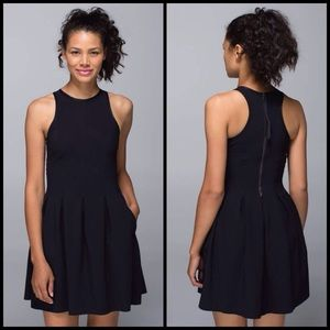 Lululemon here to there dress size 6